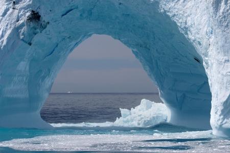 sopel lodu: Iceberg wybrzeży Grenlandii, Ocean Atlantycki