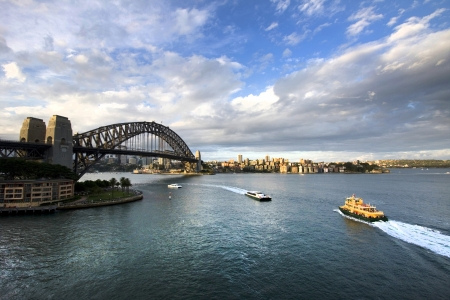 sydney harbour bridge: Ferry heading towards Sydney Harbour Bridge, New South Wales, Australia