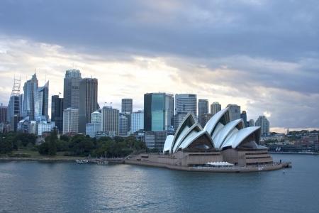 buildings on water: Navegando en Sydney a la rotura d�as, Nueva Gales del Sur, Australia Editorial