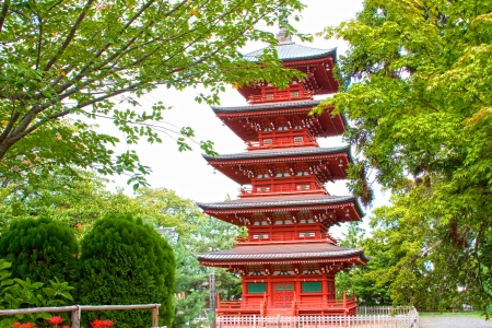 garden gate: View of the five storied Pagoda in the Saisho-in temple in Hirosaki