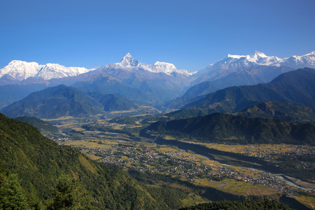 View from Sarangkot towards the Annapurna Conservation Area & the Annapurna range of the Himalayas, Nepal. Foto de archivo