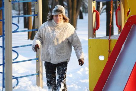 Man in winter to run and play on the playground