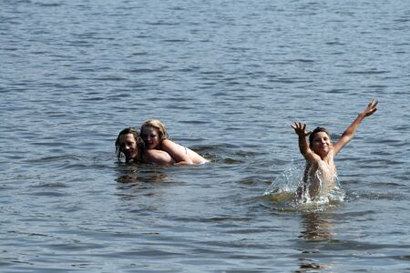 Dad, daughter and son bathe and swim in the lake. Russian family in the water Stockfoto