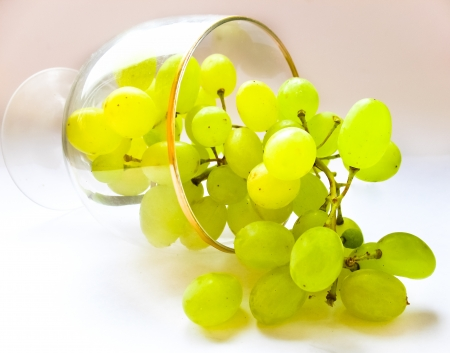 glass and white grapes on white background Stock Photo - 17344007