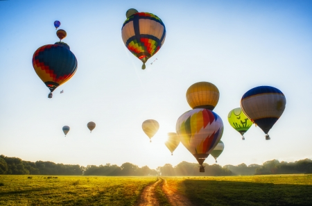 Balloon: Rất nhiều bong bóng bắt đầu chuyến bay họ trên lĩnh vực và rừng