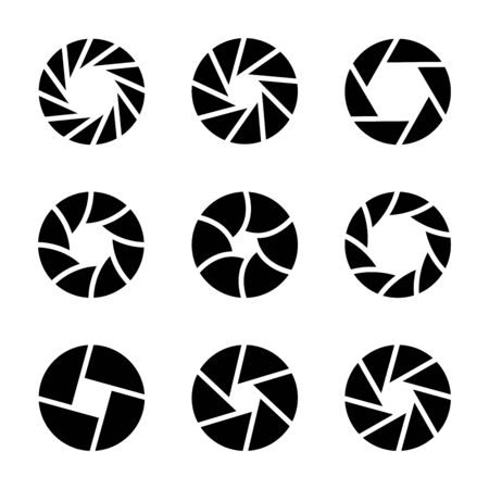 Set of camera shutter icons. Camera lens diaphragm on white background. Vectores