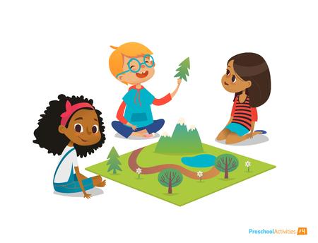 Les enfants assis sur le plancher explorer jouet paysage, montagnes, plantes et arbres. Jouer et activité éducative à la maternelle. Préscolaire concept de l'éducation environnementale. vecteur Cartoon illustration. Banque d'images - 69422953