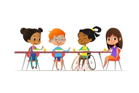 Garota na cadeira de rodas, sentado à mesa na cantina e conversar com seus amigos. Feliz multirracial crianças