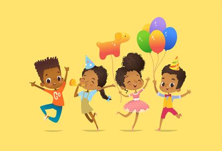 風船と誕生日の帽子をかぶったアフリカ系アメリカ人の男の子と女の子が手を上げて楽しそうにジャンプする。ウェブサイトのバナー、ポスター、  イラスト・ベクター素材