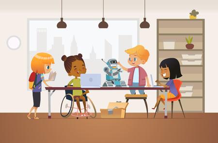 Behinderte afroamerikanische Mädchen im Rollstuhl und andere Kinder stehen um Schreibtisch mit Laptops und Roboter und arbeiten am Schulprojekt für Programmierstunde. Konzept der Inklusion in der Schule. Standard-Bild