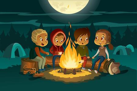 Niños acampando en el bosque por la noche cerca de un gran fuego. Los niños sentados en un cearcle, cuentan stotys de miedo y asan malvaviscos. Carpas al fondo. Concepto de aventura y exploración. Vector