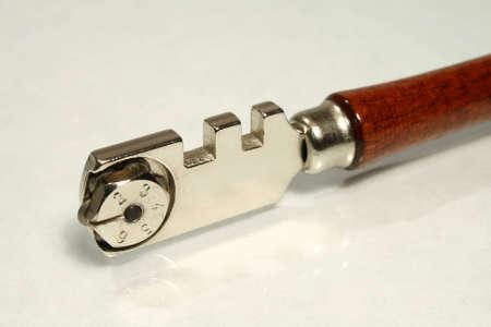 glasscutter: instrument for cutting glass