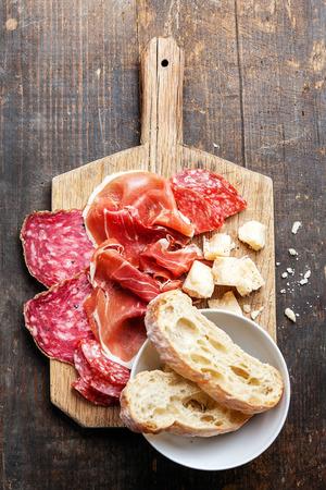 Snack prosciutto, salame e formaggio Archivio Fotografico - 29006769