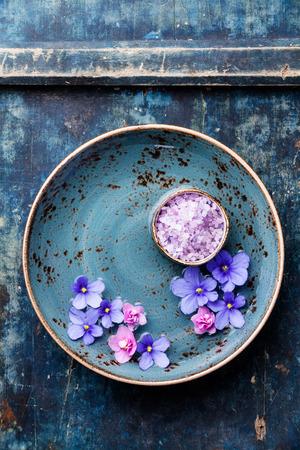 SPA에 대한 바다 à ¢ â, ¬ â € ¹Ã ¢ â, ¬ â € ¹ сts와 파란색 그릇에 꽃
