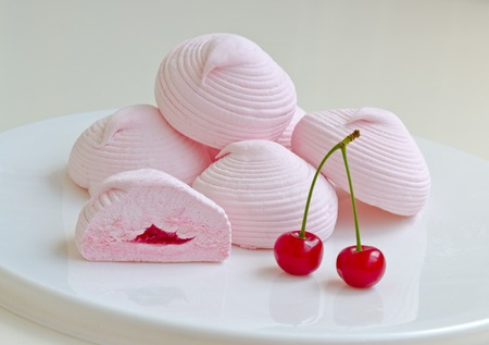 sweetstuff: Marshmallows with cherry filling