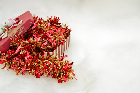 the tinsel: tinsel with gift box