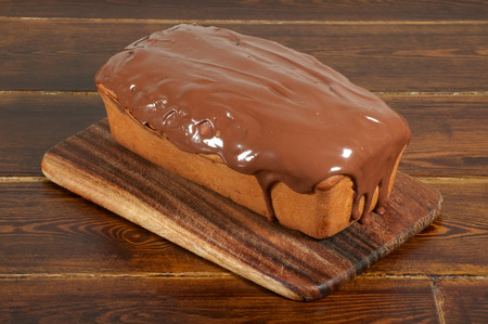 glazing: Whole cake with chocolate glazing