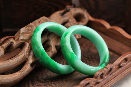 One pair of green jade bracelet