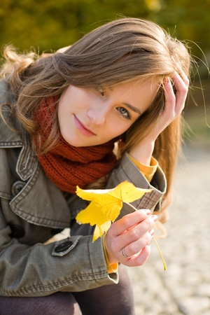 skinny girl: Beautiful young fashionable woman posing in autumn park. Stock Photo