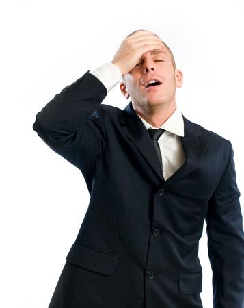 Vergeetachtig jonge zakenman gebaren met verrassing, geïsoleerd op wit. Stockfoto