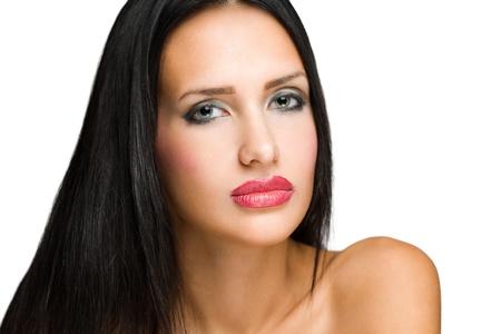 labios sensuales: Retrato de una espectacular belleza morena de aspecto llamativo.