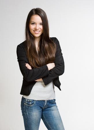 Portrait einer modischen zuversichtlich aussehende junge Studentin. Standard-Bild