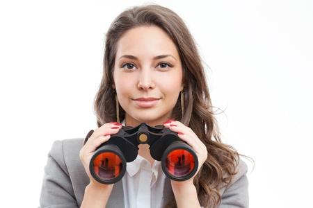 Porträt einer schönen jungen Frau, brünett mit bincoulars. Standard-Bild - 20680281