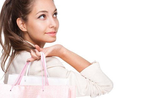Portrait eines Brunette Schönheit mit rosa und weißen Einkaufstaschen. Standard-Bild - 22529585