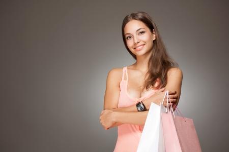 Porträt einer wunderschönen modische junge Brünette Shopper. Standard-Bild - 22531296