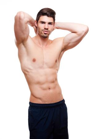 abdominal fitness: Retrato de un hombre joven y guapo en forma relajada.