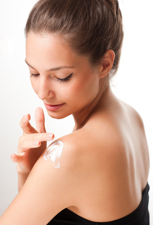 Portrait einer jungen Brünette Kosmetik Schönheit. Standard-Bild - 32551824