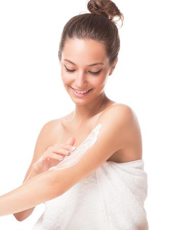 cuerpo humano: Retrato de una hermosa mujer morena con piel suave y saludable.