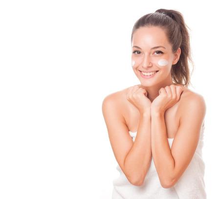 Portret van een mooie brunette vrouw met gladde en gezonde huid. Stockfoto