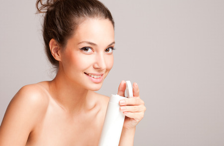 bath cream: Portrait of a gorgeous brunette woman with smooth and healthy skin.