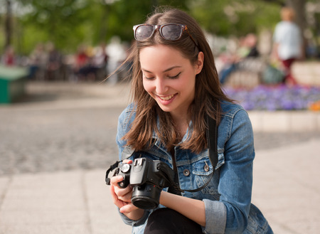 Gorgeous young brunette woman having photography fun. Stockfoto