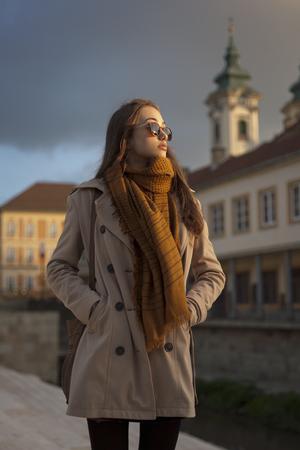 fashion winter: Outdoors portrait of a beautiful autumn fashion beauty.