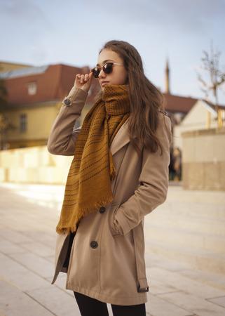 legging: Outdoors portrait of a beautiful autumn fashion beauty.