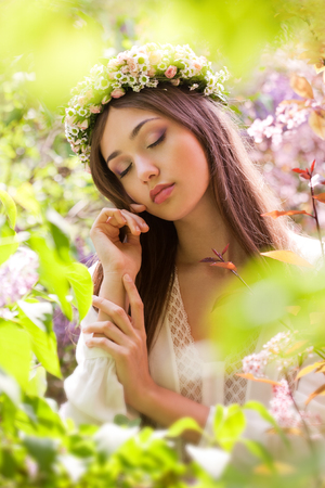 beauty woman: Outdoors portrait of an amazing natural spring beauty.