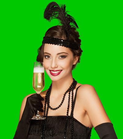 flapper: Chica de fiesta del estilo del art déco en el fondo de pantalla verde claro para el aislamiento fácil. Foto de archivo