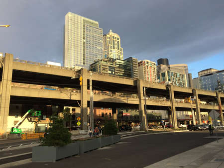 Double decker elevated freeway at downtown Seattle. This viaduct is defunct and replaced now. Seattle, Washington, United States. October 14, 2017. Redactioneel