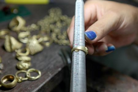 Mesurer la taille d'un anneau Banque d'images