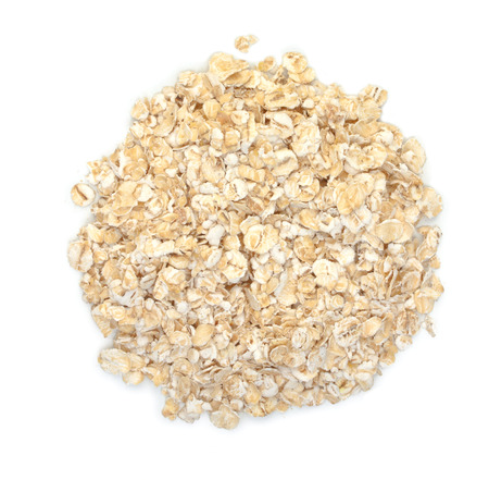 avena en hojuelas: Rolled oats isolated on a white background. Top view.