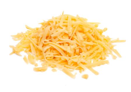 queso rallado: Montón de queso rallado aislado en un fondo blanco