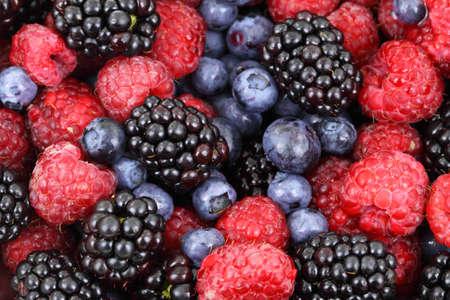 Mengsel van bos fruit (blackberry, blueberry, framboos) achtergrond Stockfoto
