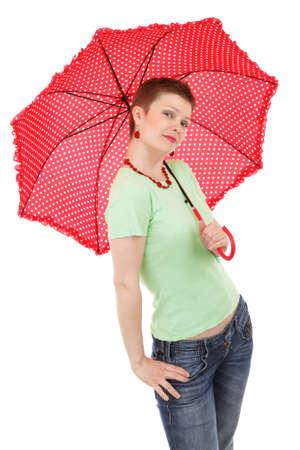 jeune femme posant avec un parapluie rouge isol� sur fond blanc