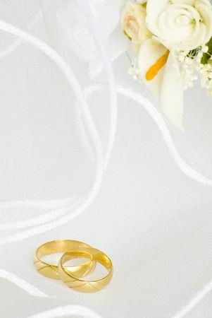 anillos de flores y decoraciones en velo de novia Foto de archivo - 4805724