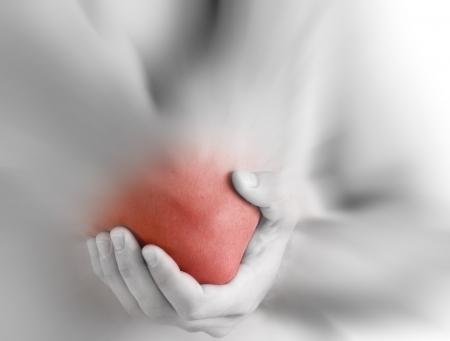 douleur main: douleur de coude