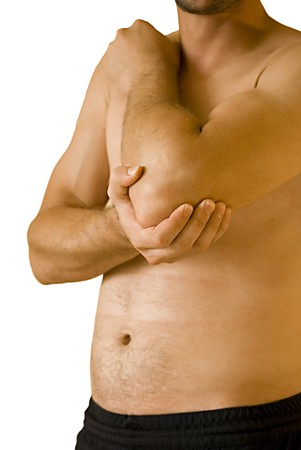 elleboog: jonge man met pijn in zijn elleboog