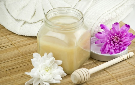 relaxing aroma of almond coconut vanilla milk and honey bath foam over wooden mat Stock Photo - 12606527