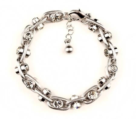 armband sieraden geïsoleerd op witte achtergrond